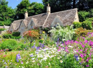 stock photo english country cottage with beautiful flowers garden in the sunshine in cotswolds england uk 535577119 300x220 - 【子供と遊ぶガーデニング】⇒AI時代に活躍する幼児教育